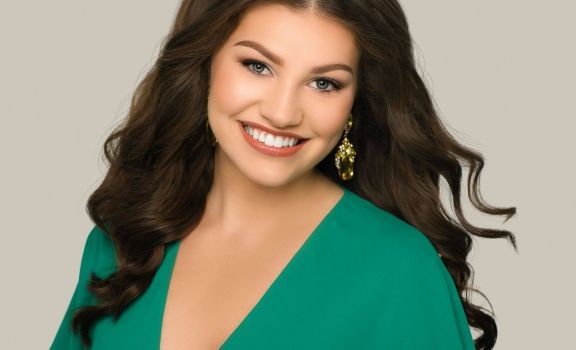 D211 Post:  Schaumburg Senior Crowned National American Miss Illinois Teen